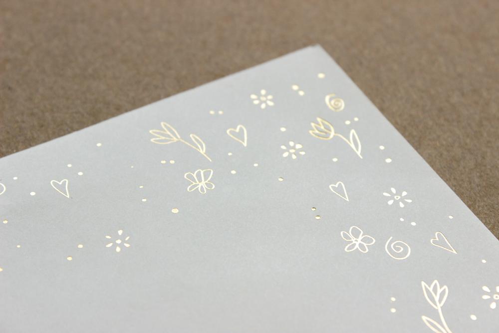 zaproszenia na białym papierze