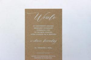 nadruk biała farbą na papierze brązowym